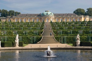 Potsdam: Sanssouci Palace, Large Fountain, vineyard