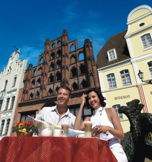Wismar, couple outside the historical restaurant Alter Schwede