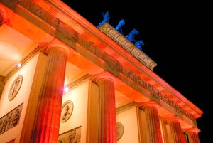 Berlin-Mitte: Brandenburger Tor beim Lichtfestival in Berlin, Festival of Lights, nachts