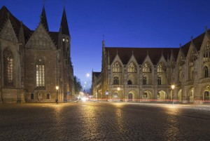 Braunschweig: Church of St. Martin, Old City Market in the evening