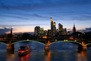 Frankfurt am Main, Ignatz-Bubis-Bridge in front of the skyline at night