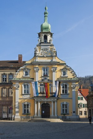 Kulmbach: Town hall with flags