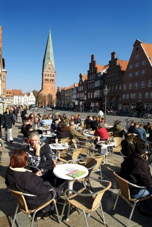 Lüneburg: Café in the old quarter, St. John's church