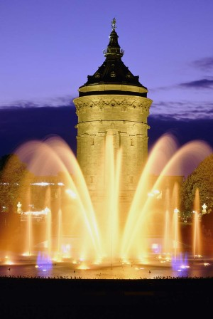 Mannheim: Water tower and fountain by night, built 1886-1889