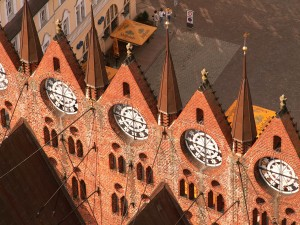 View across the town hall gables to Alter Markt square