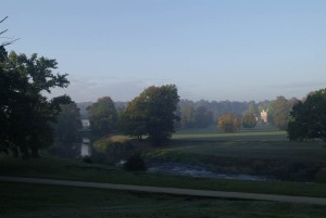 Early morning in Muskauer Park – view of the Palace Park