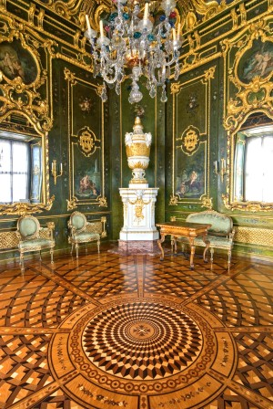 Green lacquered chamber in the Residenz Palace