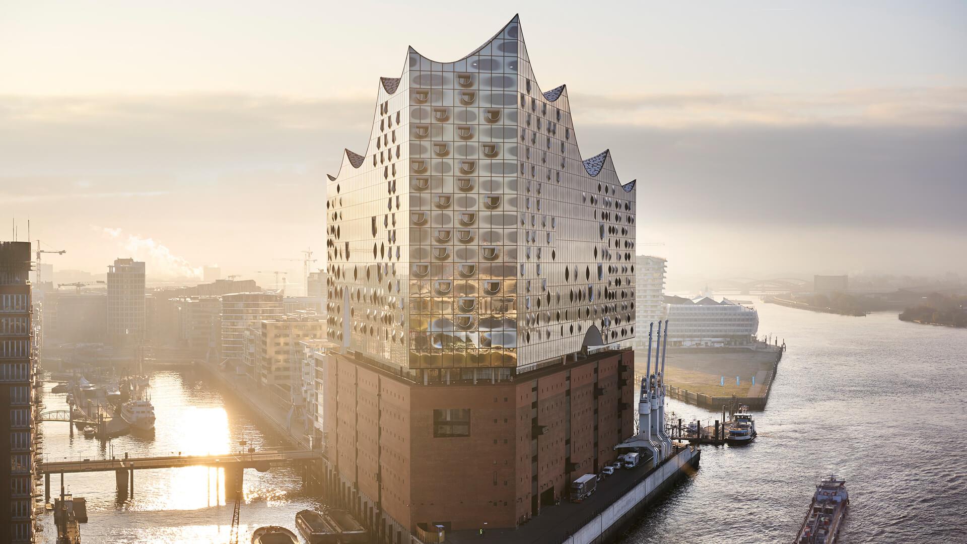 Hamburg: Elbphilharmonie bei Sonnenaufgang