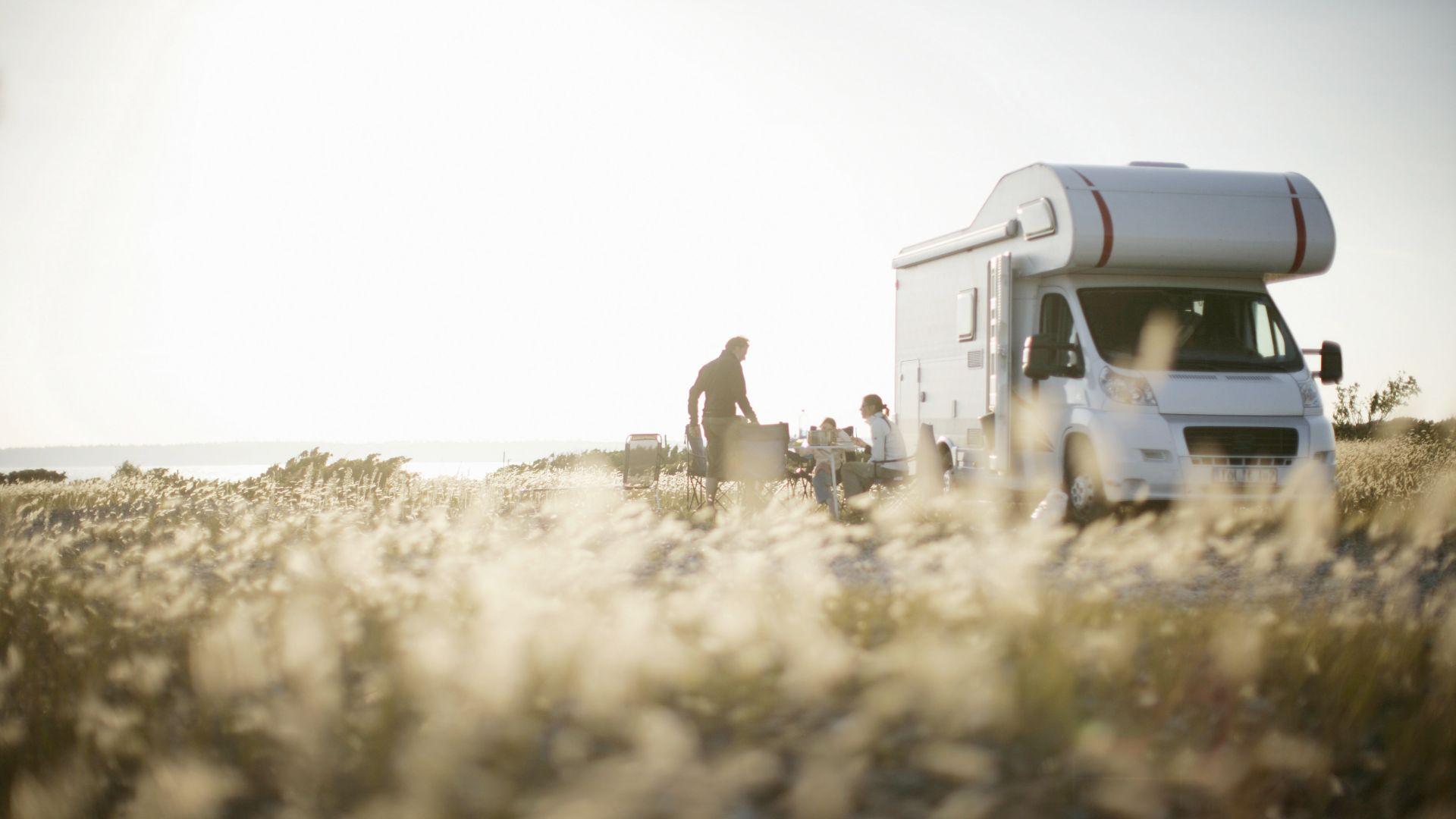 Baltic Sea: Motor caravan in the dunes