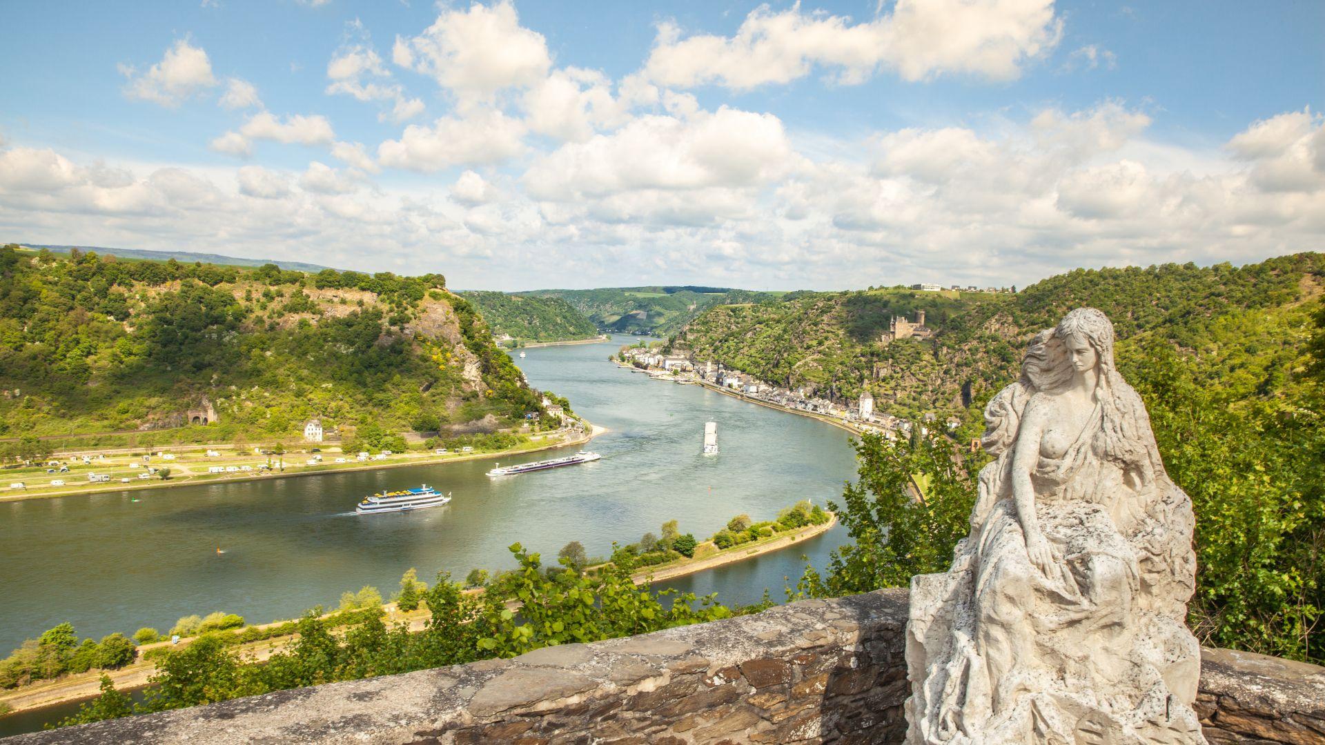 Sankt Goarshausen : Vue du rocher de la Loreley sur le paysage de la vallée du Rhin, figure de la Loreley
