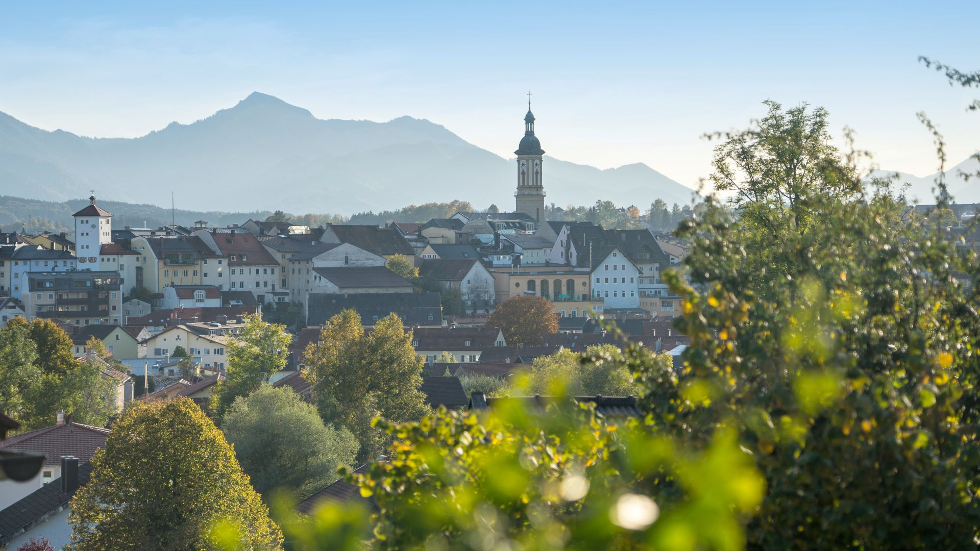 Traunstein: Panoramic view with village centre and mountains
