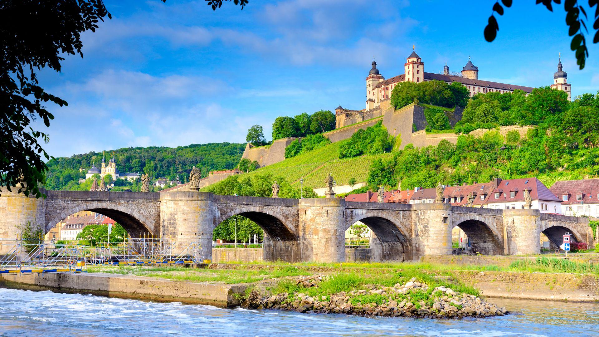 Würzburg: Alte Mainbrücke mit Festung Marienberg