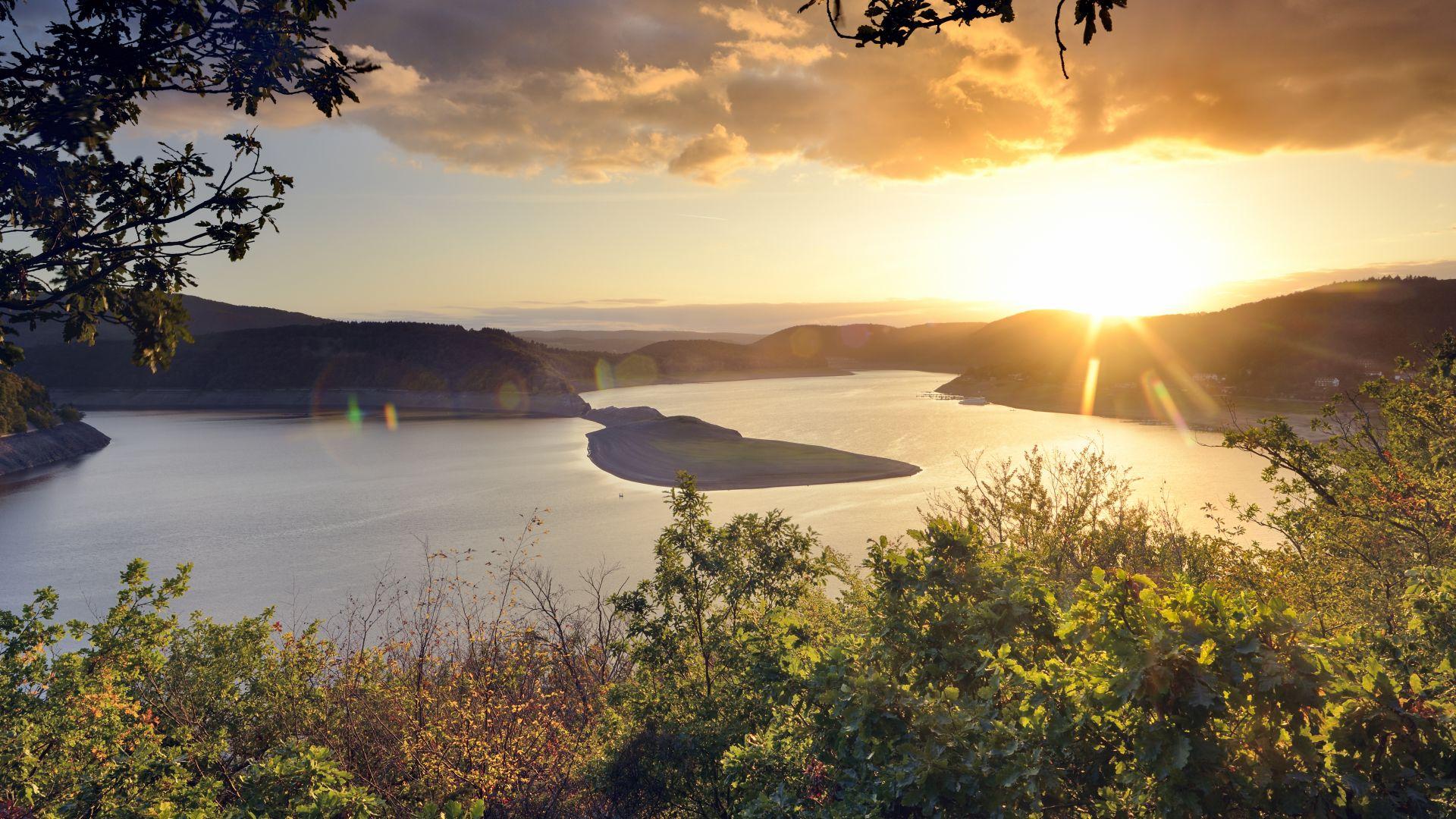 Parc national de Kellerwald-Edersee: vue sur le lac Edersee au soleil