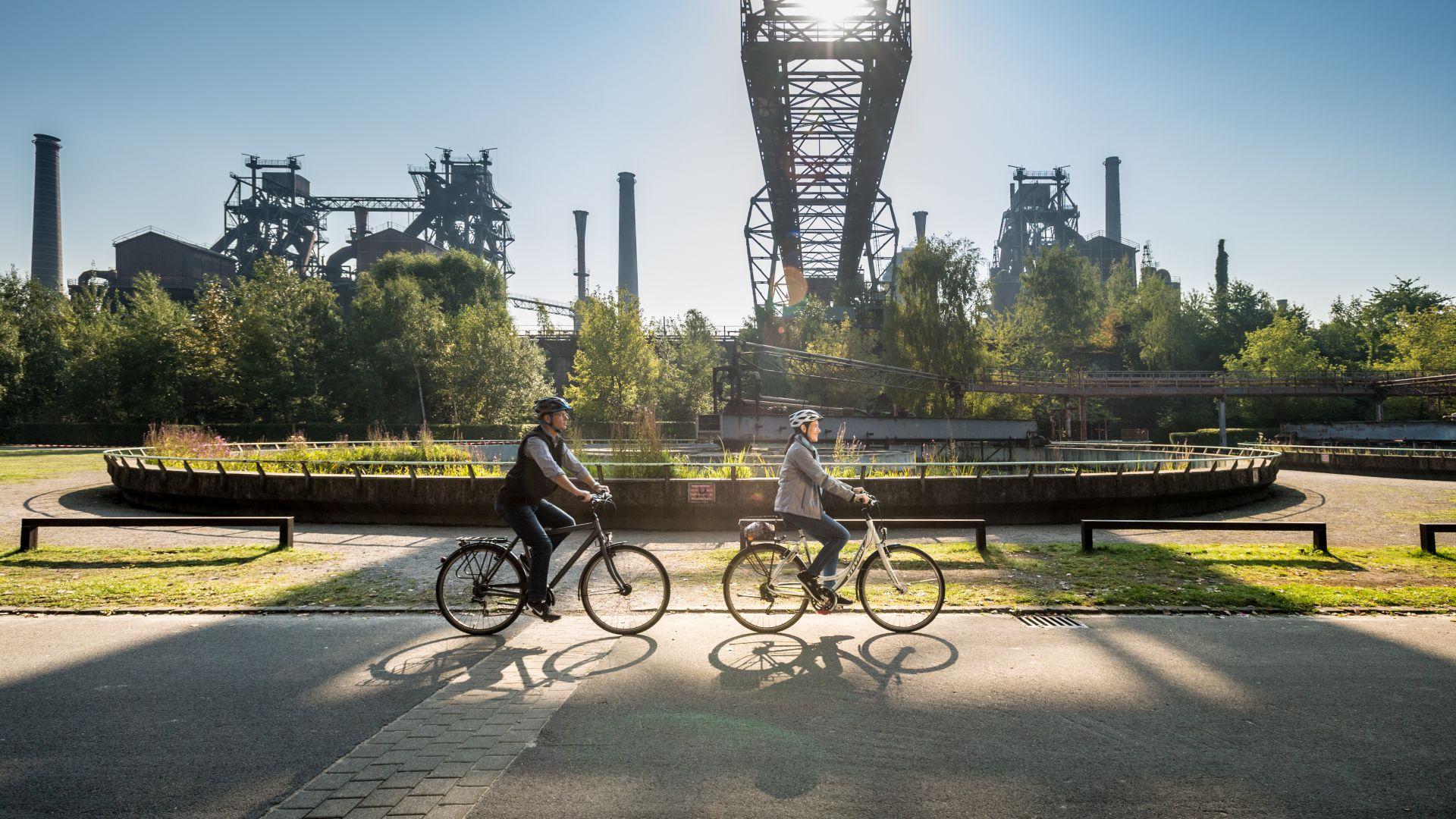 Rheinradweg: cycling in the landscape park Duisburg-Nord