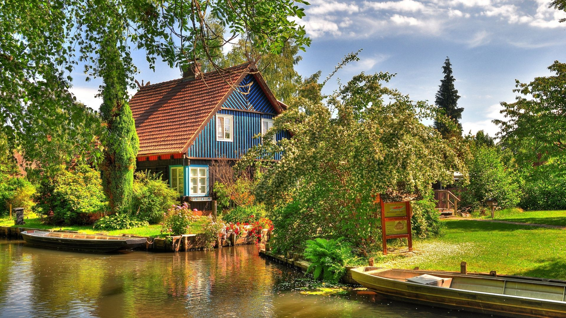 Spreewald: Farmhouse on the Spree in the Lehde open air museum